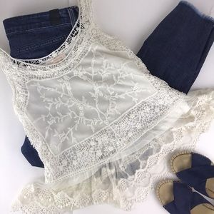 Skies are Blue lace tank EUC XS/S